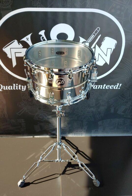"Gon Bops Banda Snare Drum 8.5"" × 14"" Stainless Steel - 12 Lugs (Tarola)"