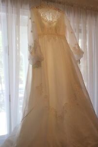 Gorgeous vintage wedding dress