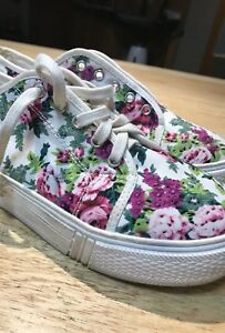 CUTE FLORAL SHOES