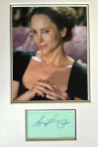 NINA-YOUNG-JAMES-BOND-ACTRESS-STUNNING-SIGNED-COLOUR-PHOTO-DISPLAY
