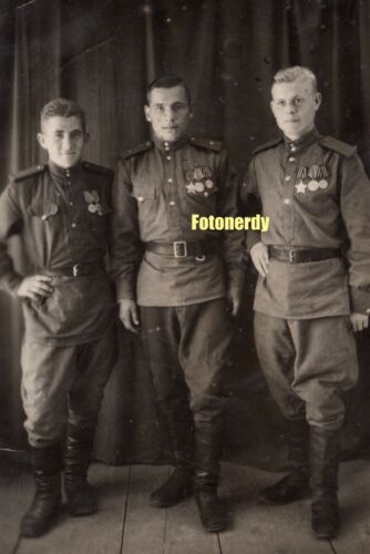 *Forever Glorious* WWII Era Soviet Photo Red Army Soldiers w/ Glory Orders a1