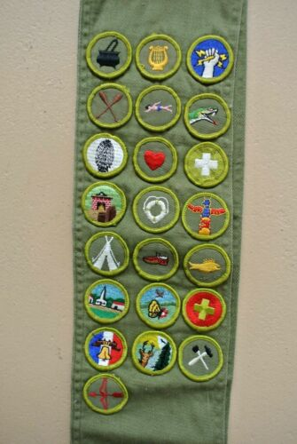 VINTAGE BOY SCOUT SASH WITH 22 MERIT BADGE PATCHES