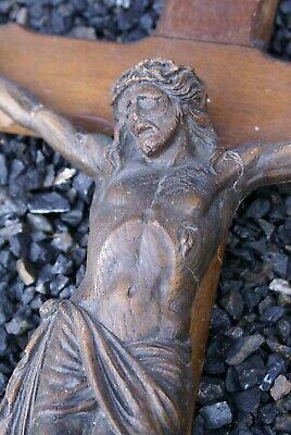 Ancien Grand CRUCIFIX Christ en Céramique/Stuc? Croix en Bois à restaurer 69cm