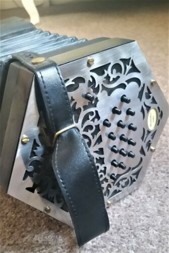 Swan Anglo Concertina. 30 Button C/G. Minimal use. Bargain.