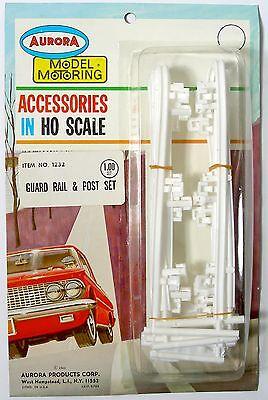 (Aurora Model Motoring Lock Joiner HO Slot Car WHITE GUARD RAIL & POST SET #1232)