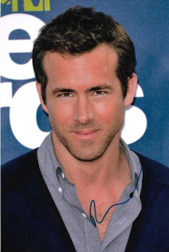 Ryan Reynolds Autogramm signed 20x30 cm Bild