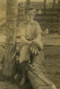 VINTAGE-AMERICAN-ANTIQUE-BASEBALL-FEMALE-GIRL-PLAYER-GLOVE-LOAFERS-RPPC-PHOTO