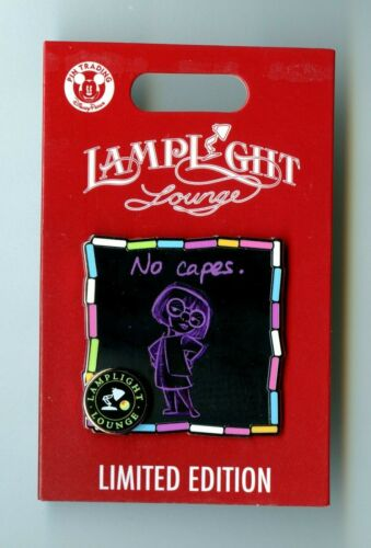 """Disney Lamplight Lounge - the Incredibles - Edna Mode """"No Capes"""" LE Pin & Card"""