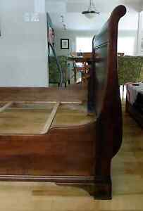 Queen Sized Solid Maple Sleigh Bed West Island Greater Montréal image 3