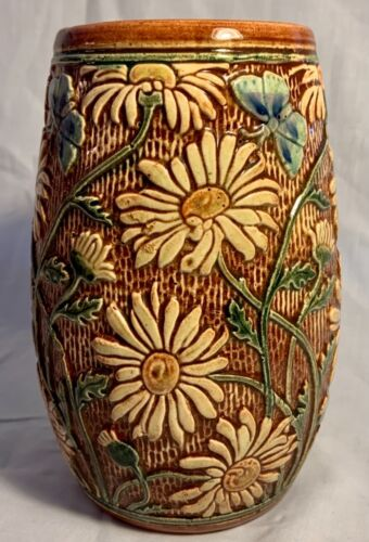 """WELLER POTTERY KNIFEWOOD 7 1/4"""" VASE WITH DAISIES AND BUTTERFLIES...MINT"""