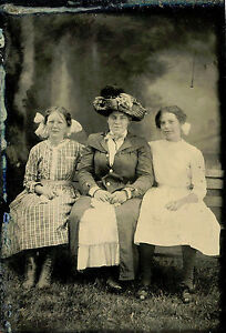 ANTIQUE-TINTYPE-PHOTO-PORTRAIT-OF-MOTHER-WITH-TWO-DAUGHTERS