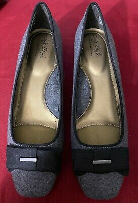 **BRAND NEW** Soft Style Dress Heel Shoes Women's 9 (Gray Flannel+Black Bow) New Black Women Dress Shoes