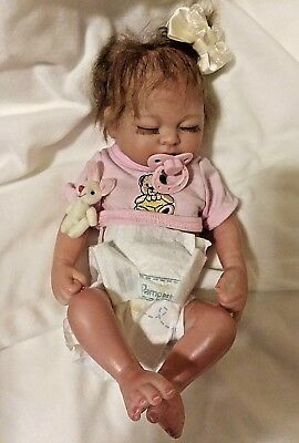 TINY  MICRO PREEMIE  BABY GIRL  REAL GIRL IN PRETTY CARRY BED MAGNETIC PACIFIER