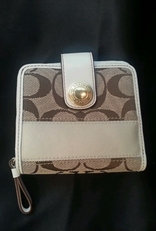 COACH Ivory White Brown  and Gold Bifold Wallet  Style # D0742-40751 NWOT
