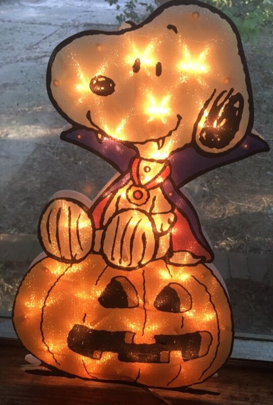 SNOOPY HALLOWEEN VAMPIRE LIGHTED SCULPTURE BY SCHULZ