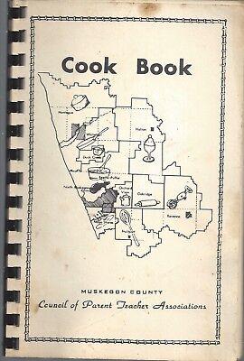 MUSKEGON COUNTY MI 1969 PARENT TEACHER ASSN COOK BOOK * RECIPES MICHIGAN SCHOOLS