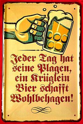 Blechschild 20x30 Tag hat Plagen Krug Bier schafft Wohlbehagen Spruch Bar Kneipe Bar Krug