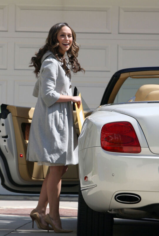Jennifer Love Hewitt Getting In The Car 8x10 Photo Print