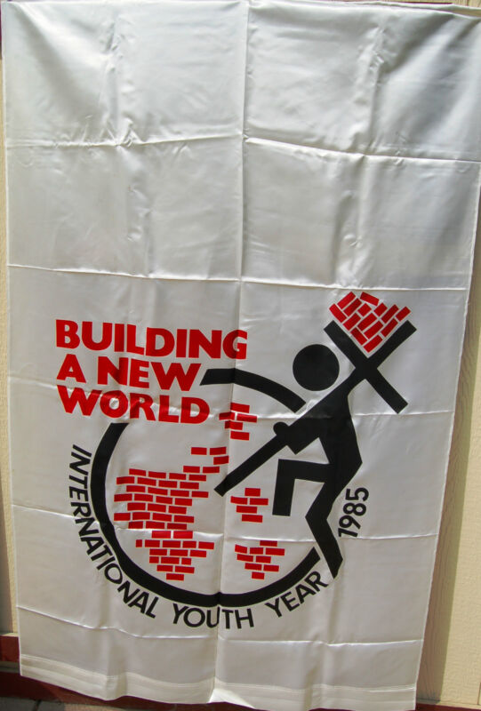1985 SALVATION ARMY INTERNATIONAL YOUTH YEAR HANGING BANNER