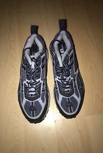 Nike running shoes SIZE: 7.5 for women   (Brand New)