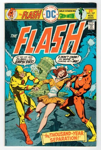 DC: THE FLASH #237 - FN Nov 1975 Vintage Comic