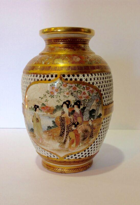 Satsuma Vase. Artist Signed. Setuzan. Meiji period Japan. Fantastic reticulated