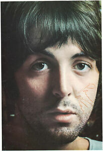 PAUL-McCARTNEY-AUTOGRAPH-SIGNED-ON-WHITE-ALBUM-PHOTO-THE-BEATLES