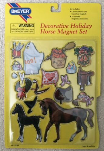 BREYER HOLIDAY HORSE MAGNET SET  (# 4109 ) NEW IN SEALED PACKAGE