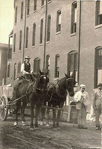 STREET-SCENE-WITH-CONSTRUCTION-WORKERS-HORSE-DRAWN-CARRIAGE-ANTIQUE-PHOTO