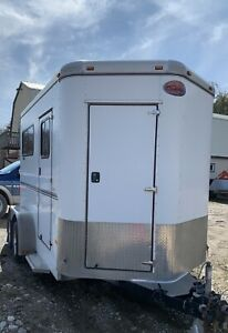 2011 Sundowner straight load 2 Horse Trailer with tack