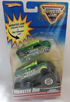 HOT WHEELS MONSTER JAM  MONSTER DUO UDDER MADNESS DAIRY DELIVERY 2009