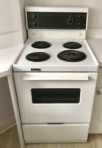 Excellent condition 24 inch Frigidaire stove