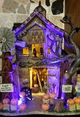 RETIRED MINT Lemax Spooky Town CREEPY BARN #55222, Halloween