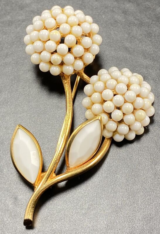 """BSK Signed Vintage Brooch Pin 3.5"""" White Flowers Gold Tone"""