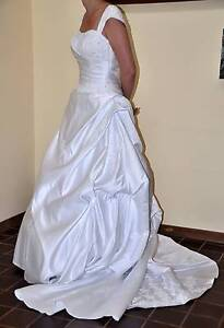 White wedding dress with cap sleeves - size 10/12 Tea Tree Gully Tea Tree Gully Area Preview