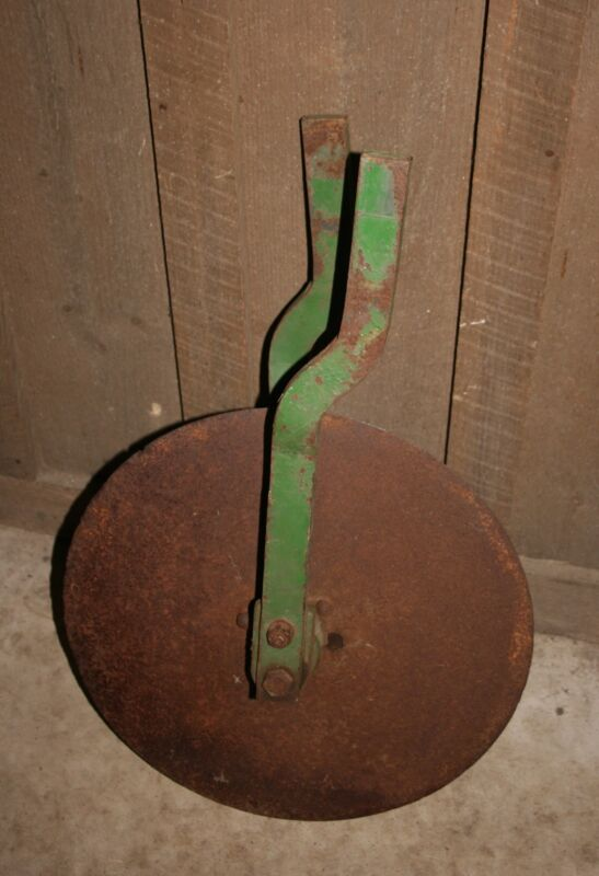 VINTAGE JOHN DEERE CULTIVATOR HILLER DISK ATTACHMENT BLADE GARDEN ART OR USE