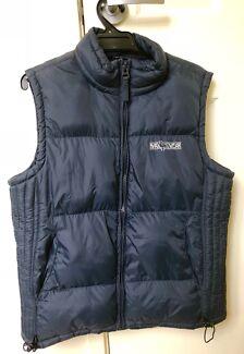 Sleeveless padded riding jacket