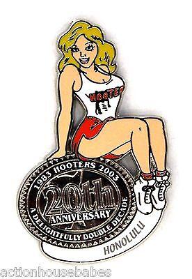 HOOTERS RESTAURANT 20th ANNIVERSARY GIRL HONOLULU LAPEL BADGE PIN