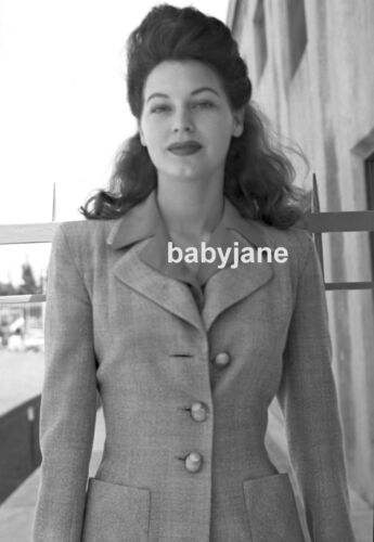 017 AVA GARDNER RARE CANDID TAKEN BY A FAN PHOTO