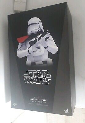Star Wars Hot Toys - First Order Snowtrooper Officer 1/6th Scale Figure - MMS322