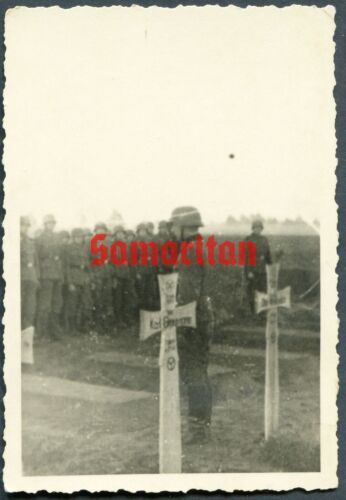D4 WW2 ORIGINAL PHOTO OF A GERMAN 12TH PANZER DIVISION SOLDIERS ATTEND FUNERAL