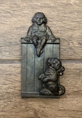 Vintage Cast Iron Buster Brown & Tige Dog Door Knocker #200