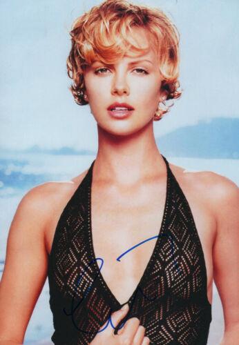 Charlize Theron Autogramm signed 20x30 cm Bild