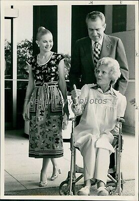 1977 Patricia Nixon Wheeled Out Richard And Daughter Original News Service Photo - $19.99