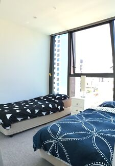 Looking for couple or female flatmates