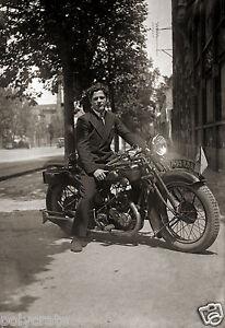 portrait homme sur moto automoto 350 ancienne ann es 1930. Black Bedroom Furniture Sets. Home Design Ideas