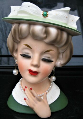 LOVELY VERY HARD TO FIND VELCO HEAD VASE WITH EMERALD BROACH ON HAT BOW HEADVASE