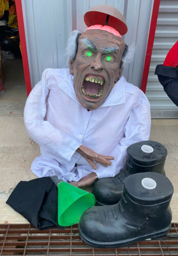2008 Spirit Halloween MAD SCIENTIST Life Size Prop Decoration *NEEDS TLC* Works!