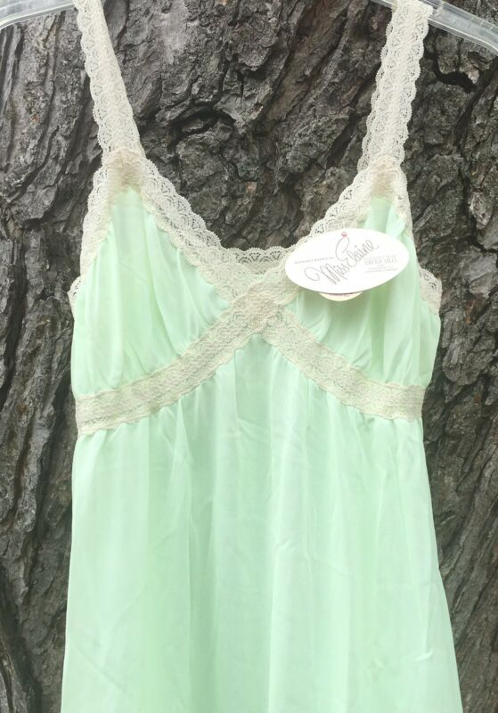 NWT! Vintage 1970s Miss Elaine Pale Green Nylon  Nightgown SZ M