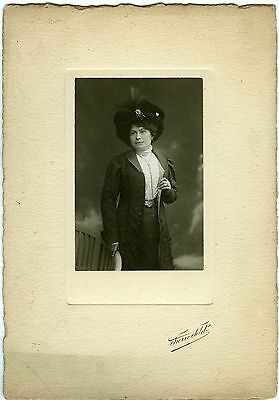 PHOTO Pierre PETIT 1909 une femme prend la pose mode fashion